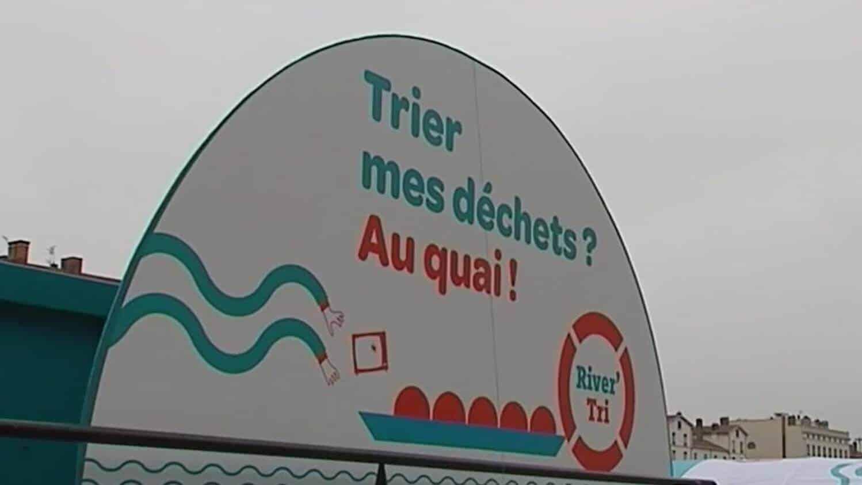 logo de la déchèterie fluviale: Trier mes déchets? Au quai!