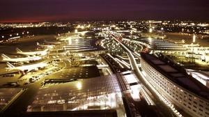 l'aéroport de Roissy-Charles-de-Gaulle, vu de nuit