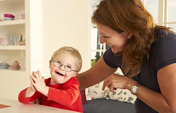 Aidant avec un enfant handicape