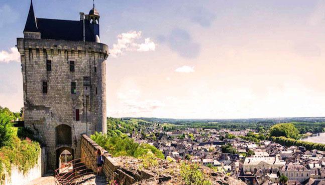 La forteresse royale de Chinon en Val de Loire comme le Loir et Cher
