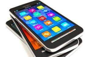 Trois smartphones empiles