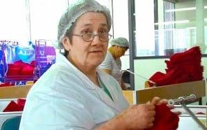 des travailleuses handicapées dans un atelier