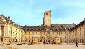 Hôtel de ville de Dijon où ont lieu les Assises sur le thème Emploi