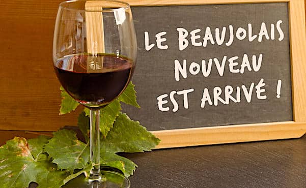 Verre de Beaujolais devant une ardoise