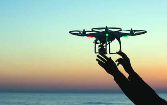 Gros plan sur la phase de lancement des drones