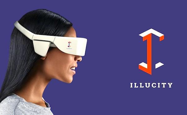 Femme avec un casque de realite virtuelle