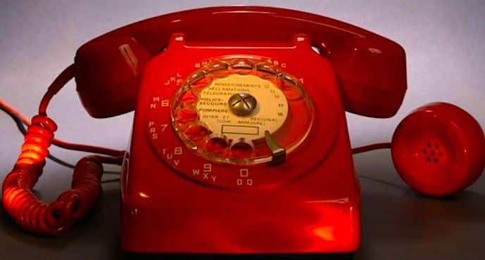 Un telephone rouge