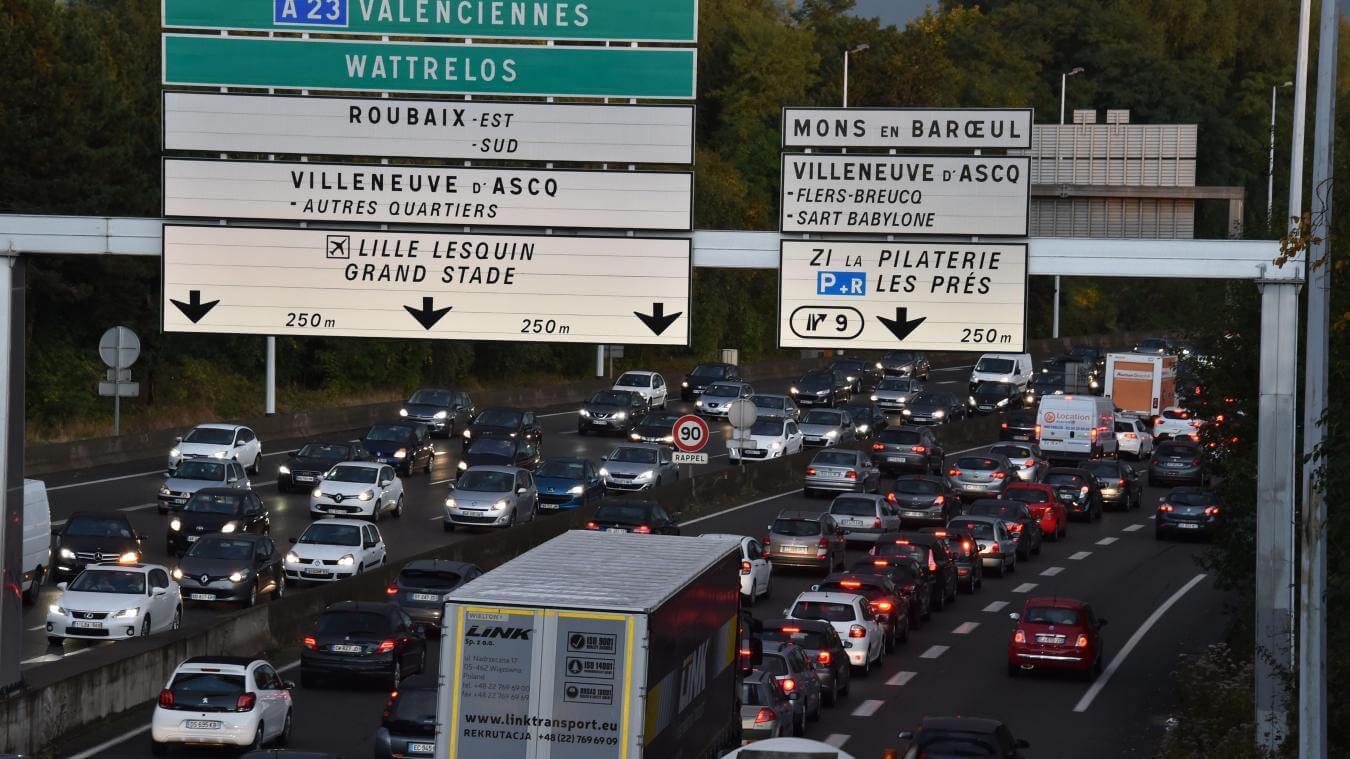 le périphérique de Lille avec beaucoup de véhicules