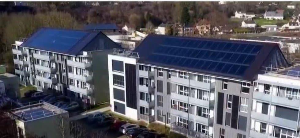 vue sur Malaunay: des immeubles avecdes panneaux photovoltaïques sur les toits
