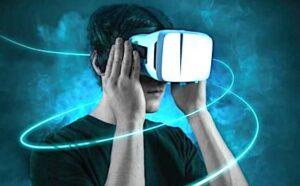 Homme avec un casque VR