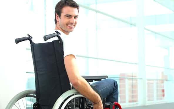 Personne handicapee en fauteuil