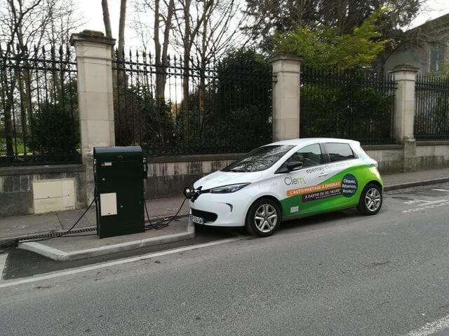 une voiture électrique en location