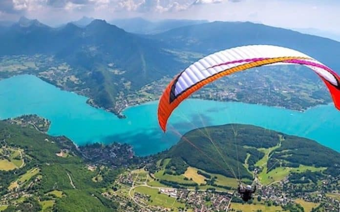 Le Parapente Lune Des Activites Possibles Au Lac Dannecy