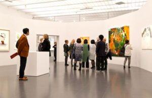 Visiteurs à une exposition du Centre Pompidou-Metz