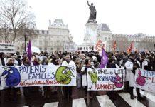 Manifestation qui réclame des moyens pour la psychiatrie.