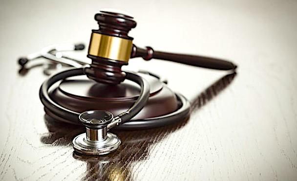 Marteau de juge et stethoscope.