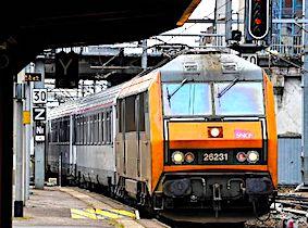 Les trains Intercités commencent à bénéficier du Wi-Fi, un progrès très attendu par les voyageurs.