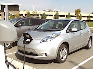 voiture électrique en charge une alternative qui permet de diminuer ses frais d'essence