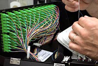 La vitesse de la fibre optique attire de plus en plus les Français pour se connecter à Internet.