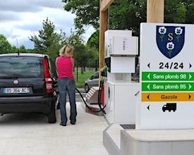 Le prix des carburants est de nouveau élevé, ce qui affaiblit le pouvoir d'achat.