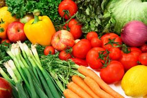 des légumes: carottes, poivrons, tomates...