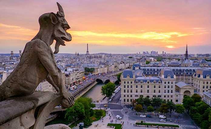L'impossibilité de visiter Notre-Dame pose problème à l'industrie du tourisme.