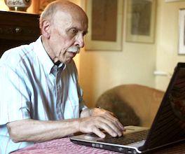 En France, l'exclusion numérique concerne des millions de personnes âgées.