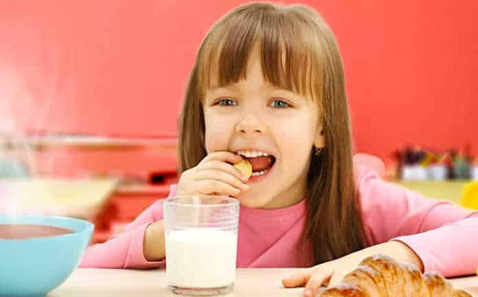 L'exécutif a décidé de proposer des petits-déjeuners gratuits dans les écoles.