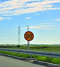 La limitation pour rouler à 80 km/heure provoque une colère durable.