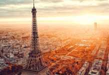 L'anniversaire de la Tour Eiffel est célébré par un grand jeu gratuit pour ses visiteurs.