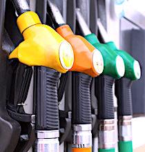 Les prix des carburants demeurent élevés.