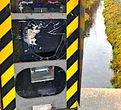 Le rejet de la limitation de vitesse à 80km/heure s'est aussi exprimé par du vandalisme.