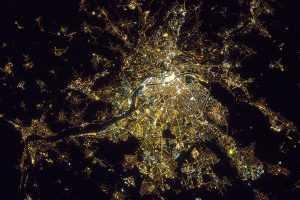 vue du ciel sur Lyon la nuit