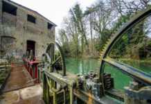 un moulin hydraulique