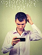 utilité du RGPD cette photo montre une personne perplexe devant son smartphone