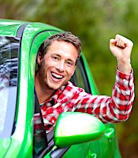Grâce au bénévolat, des jeunes conducteurs peuvent payer leur permis moins cher.
