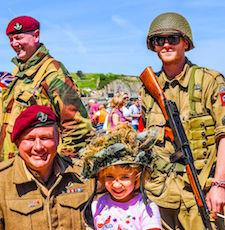 La célébration du Débarquement permet d'assister à de nombreuses reconstitutions militaires.
