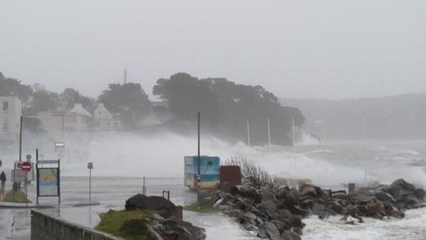 le port de Brest sous la pluie