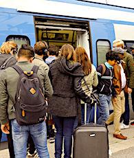 Des renforts sont actuellement fournis aux guichets de la SNCF.
