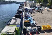 une déchetterie fluviale éphémère à Paris