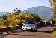 Cropped La De Pendance Automobile Dans Les Zones Rurales Est Accentue E Par Des Services Publics Insuffisants