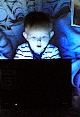 Les écrans ne doivent pas être trop utilisés par les enfants et les adolescents.