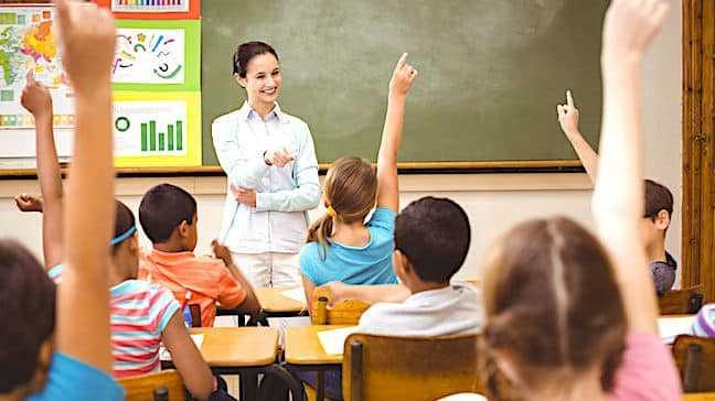 Cropped Aujourdhui Les Enseignants Franc Ais Sont Pe Nalise S Par Des Bas Salaires