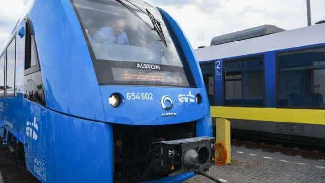 Cropped Le Train A Hydrogene Francais Sur Les Rails 1316915