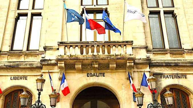 Cropped Les Re Mune Rations Des Maires Des Petites Communes Vont Prochainement Augmenter