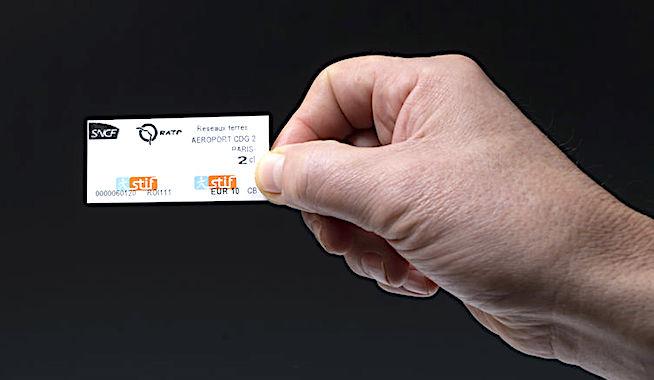 Le carnet de dix tickets de métro en carton devrait peu à peu se raréfier.