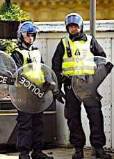 Afin d'arrêter la haine, un élu veut anonymiser les policiers qui maintiennent l'ordre dans les manifestations.