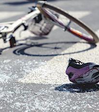 Les accidents de deux-roues deviennent monnaie courante à Paris, à cause de la grève des transports.