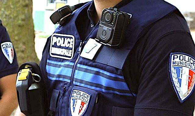 Les caméras-piétons sont devenues très utiles aux forces de l'ordre sur le terrain.