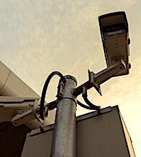 Pour renforcer la protection des radars routiers, le Gouvernement prévoit un nouveau dispositif de surveillance.